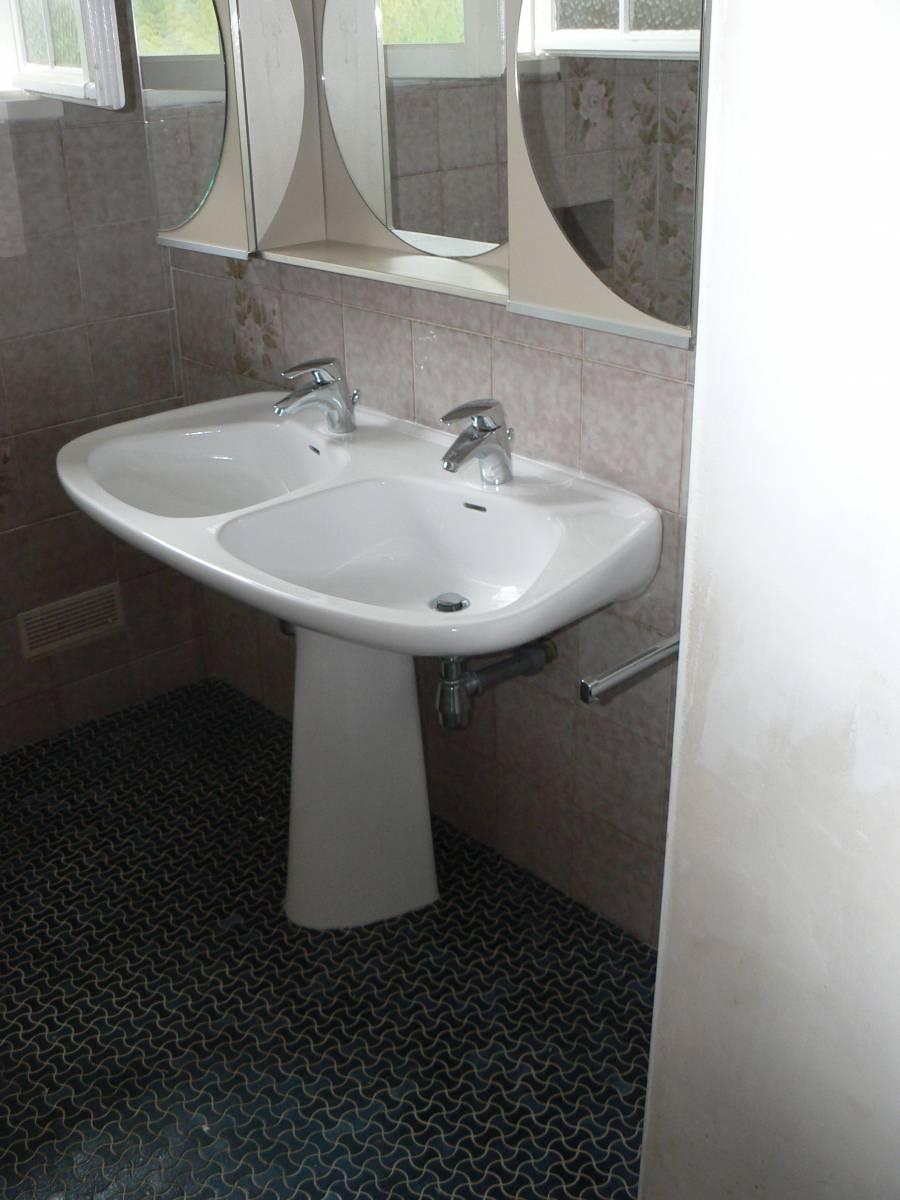 Rénovation d\'une salle de bain complète - Découpe de porte de ...